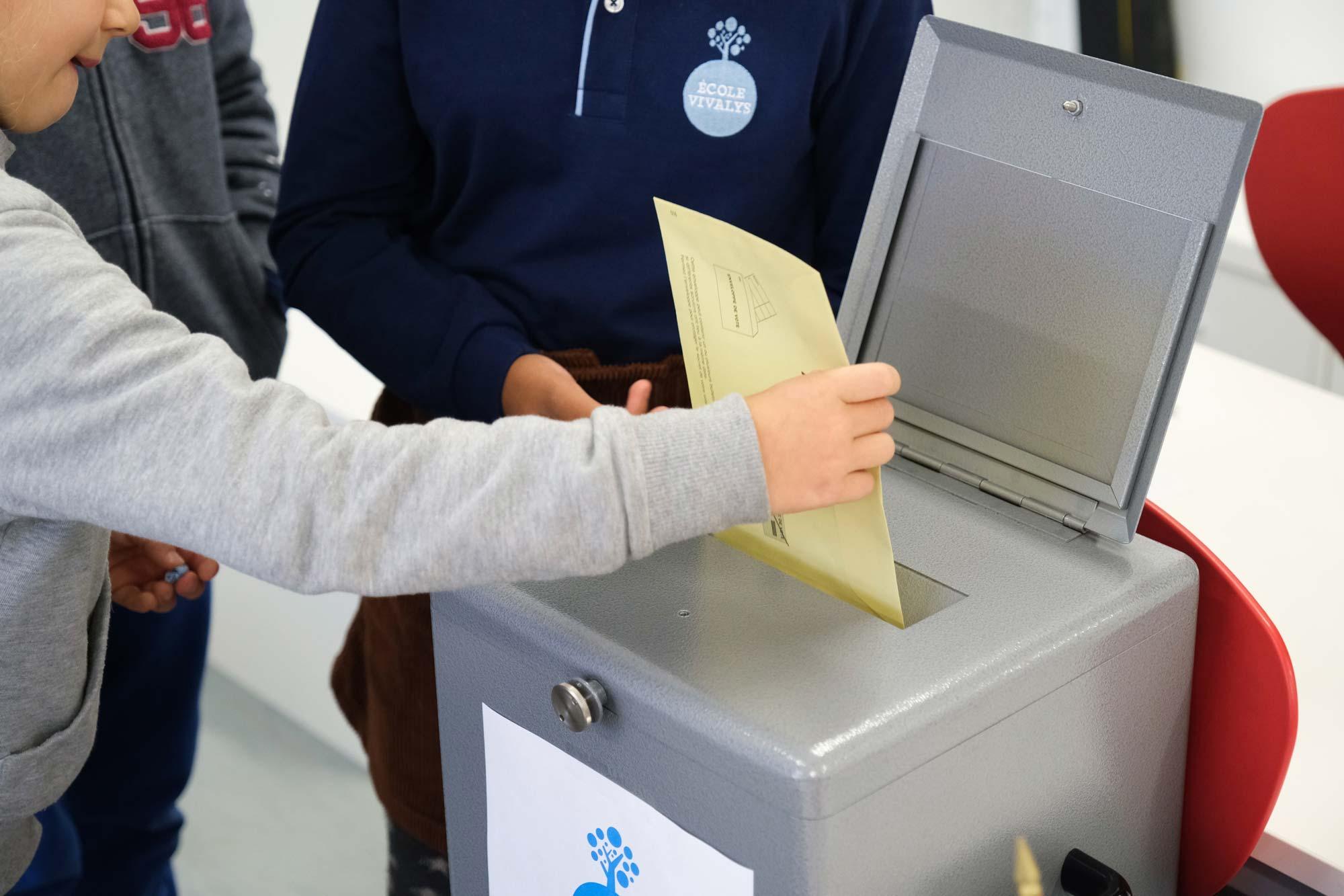 ecole-vivalys-parlement-election-4